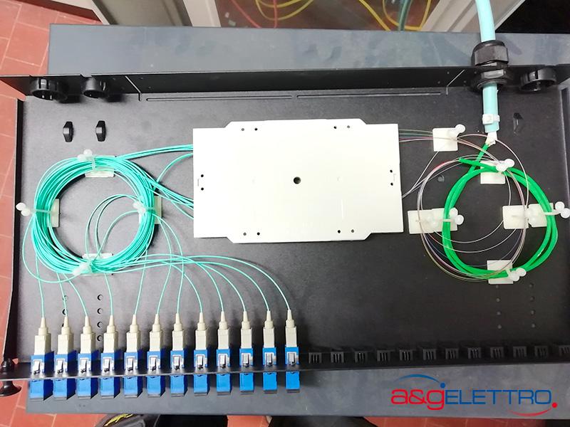Chiusura vassoio porta giunti dopo la saldatura della fibra | A&G Elettro