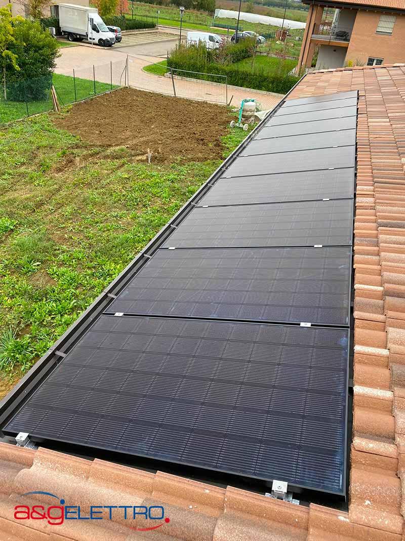 Fissaggio dei moduli Fotovoltaici sui binari e collegamento | A&G Elettro
